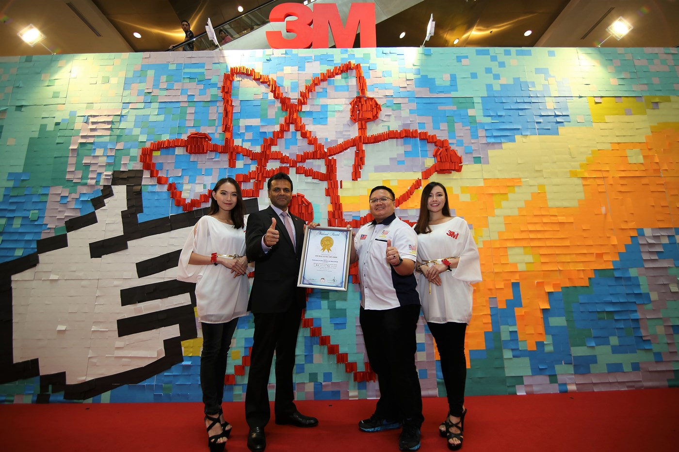 "Parameswaran Nair, Managing Director of 3M Malaysia receiving the officiation into the Malaysian Book of Records for the ""Biggest Collage Made of Sticky Notes"""