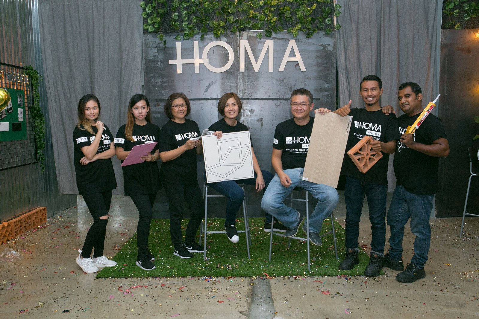 HOMA team ready to assist customers with their enquiries on tiles