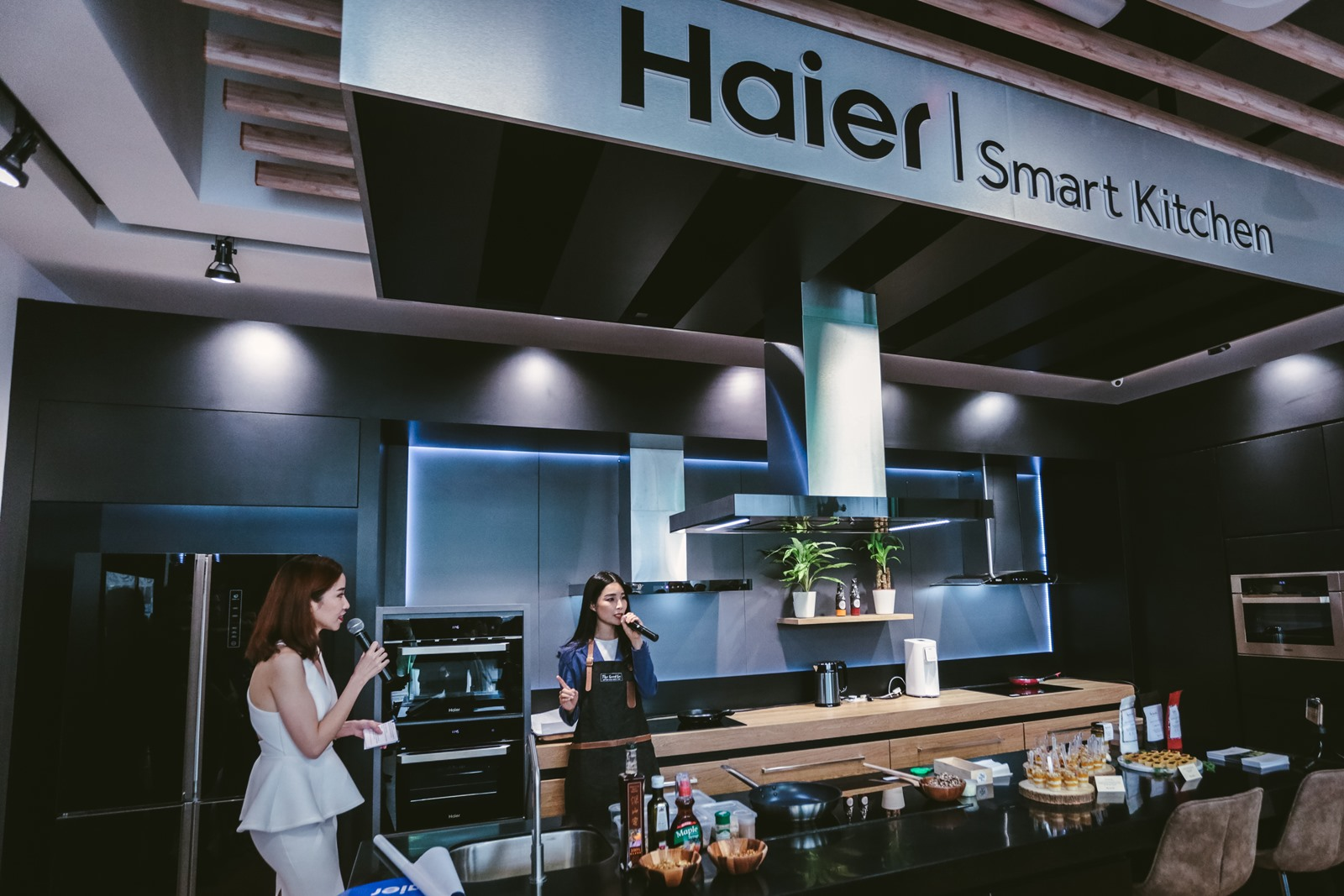 Former Miss Universe, Founder of The Good Co. and Haier friend, Ms Levy Li presented a mini food demo in the Haier Smart Kitchen with some healthy bites, in line with encouraging others to attain higher living and better quality of life.